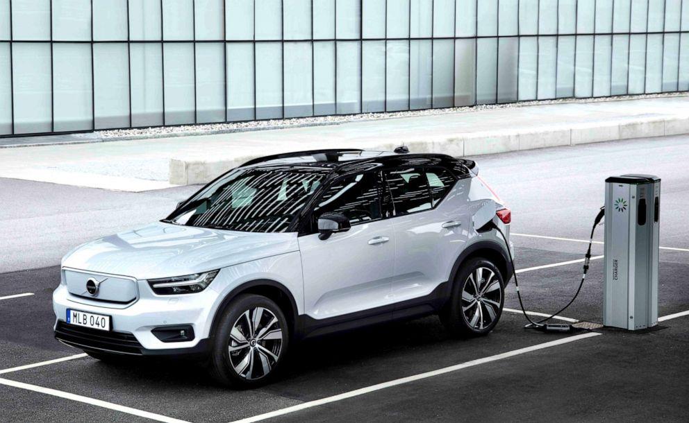 Volvo_XC40_042221
